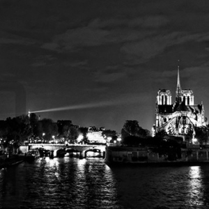 A light beam on Notre-Dame - Kioro