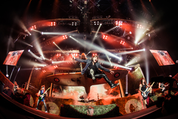 Iron Maiden - AccorHotels Arena, Manu Wino